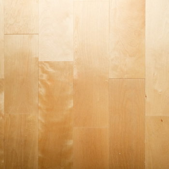 バーチ材を使った柔らかく明るい印象の床に※写真はイメージです
