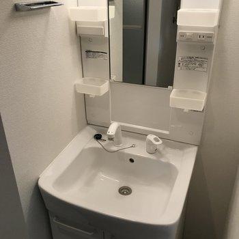 ピカピカの独立洗面台◎