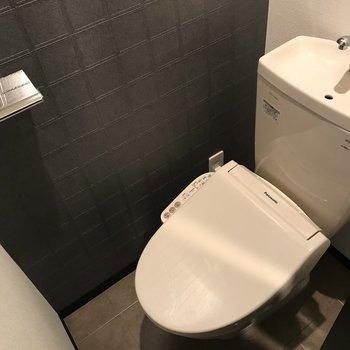 トイレはアクセントクロスで男前な雰囲気◎