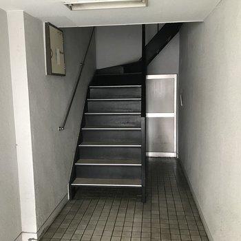 共用階段はこんな感じ