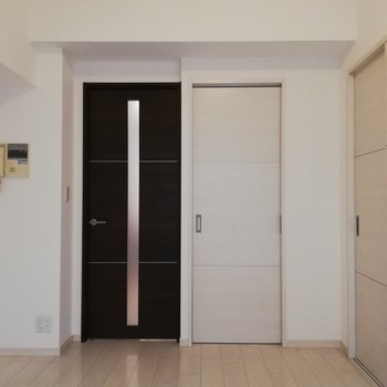 【bedroom】扉を開ければ一本の導線が出てきます