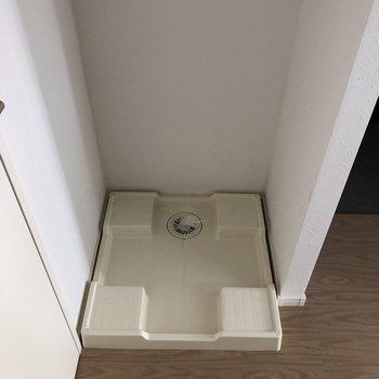 洗濯機上には収納もあります。※写真は通電前のものです