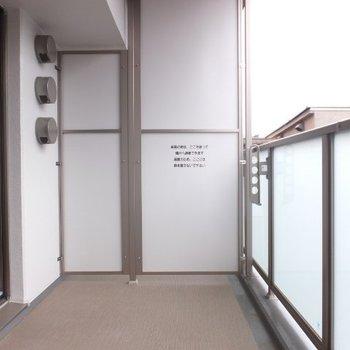 バルコニーが広い!※写真は4階の反転間取り別部屋のものです