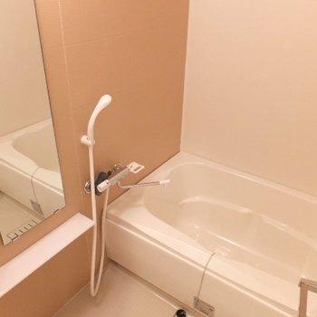 ゆったりサイズのお風呂!※写真は4階の反転間取り別部屋のものです