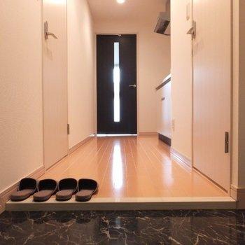 リッチな雰囲気のお部屋です※写真は4階の反転間取り別部屋のものです