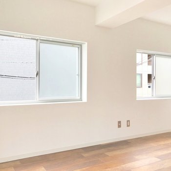 この窓たちは角部屋の特権ですね。