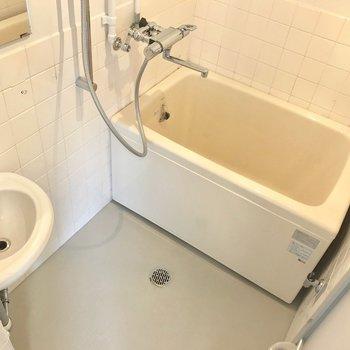 浴槽は新品、サーモ水栓で使いやすくなりました。