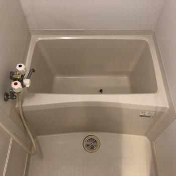コンパクトなお風呂には浴室乾燥が付いていますよ。
