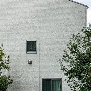 眺望は、隣の建物。