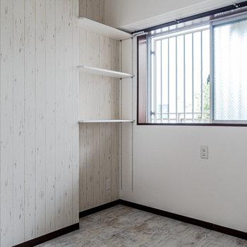 【洋室 5帖】オープン式の収納をご用意。