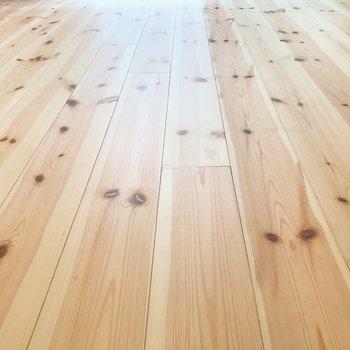【デティール】さいごに無垢床の質感を。ごちそうさまです。