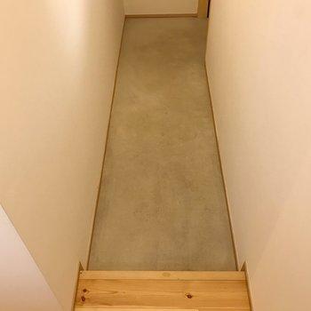 無垢床との境め。広めですよ。