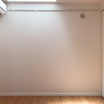 白壁とフローリングの定番コンビ。