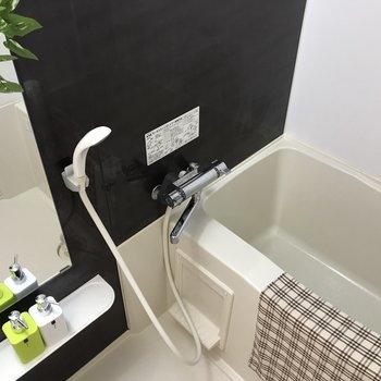 お風呂も綺麗でゆったりサイズの浴槽付き◎