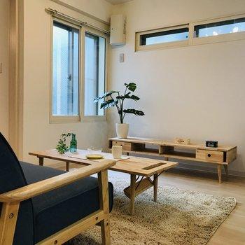 約7.6帖のリビングルーム 木製の家具との相性バツグン♪