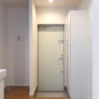 玄関左横は洗濯機スペースです。