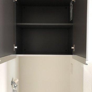 洗剤や柔軟剤を入れておけます。※写真は2階の同間取り別部屋のもの・通電前のものです