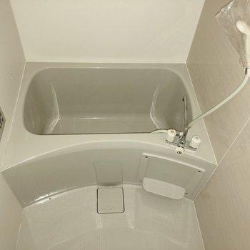 洗い場が広々していますよ。※写真は2階の同間取り別部屋のもの・通電前のものです