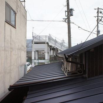 窓から、この密集する感じが京都っぽい。