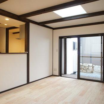 白と建具のコントラストが和を感じます。