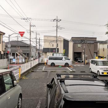 前は駐車スペースです。