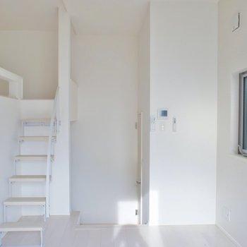 シンプルなデザイン。※写真は202号室のもの