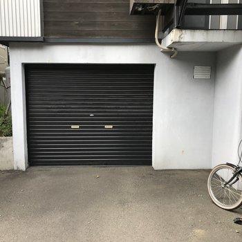敷地内の車庫