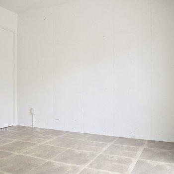 【洋室】ベッドはこちらの壁側に