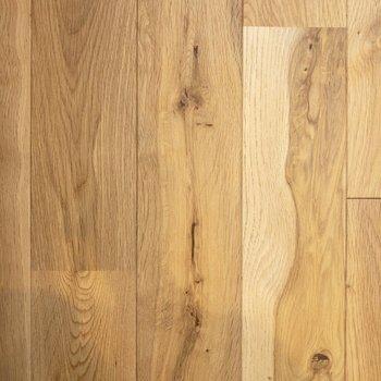 無垢床フローリング。素足でペタペタと歩きたいですね。