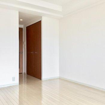 クローゼットはお部屋の入り口に。