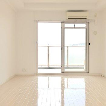 清潔感のある白ベースのお部屋。