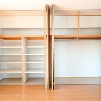収納にびっくり!たくさん入りそうですし、棚もあって収納のバリエーションが広い!