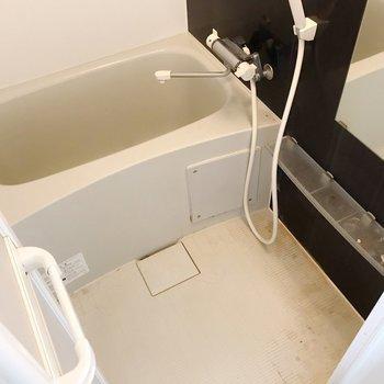 お風呂は隙間がないタイプでお掃除簡単〜(※写真は清掃前のものです)