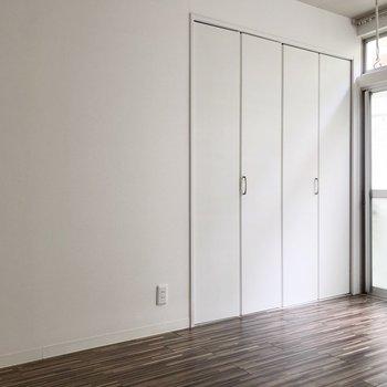 居室はコンパクトだけど、クローゼットは大きめ(※写真は清掃前のものです)