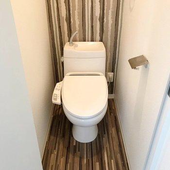 トイレはウォシュレット付きです(※写真は清掃前のものです)