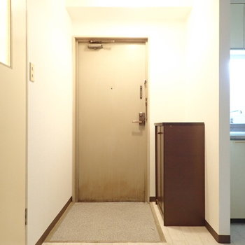 玄関はラックを別に用意してもよさそうですね!
