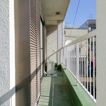 バルコニーは2階にあります。