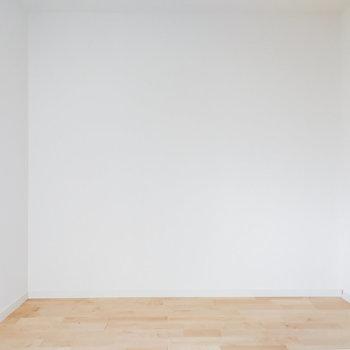 【1階洋室】シンプルな空間ですね。