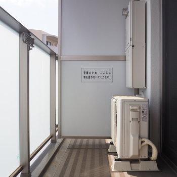 バルコニーは外から見えない位置に干せます※写真は4階の同間取り別部屋のものです