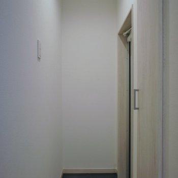 玄関はちょっぴり狭めですが、、、