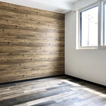 床も良いけど壁の木目調も良いな〜、ログハウスっぽい!※写真は同間取り別部屋です
