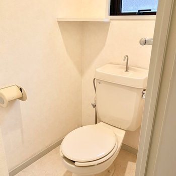 トイレはシンプルタイプ。
