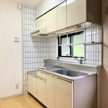 ワンルームにしては立派なキッチン!収納もたくさんです。
