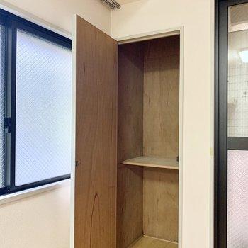 もう1つ、小さめの収納スペースもあります。