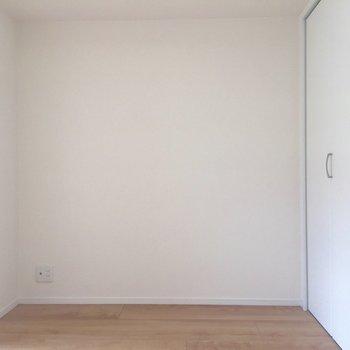 【6帖洋室】ちなみにこのお部屋にコンセントは4箇所あります。