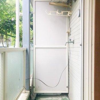 洗濯置き場はバルコニー。(※写真は1階の同間取り、別部屋のものです)
