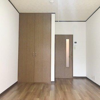 ベッドを左に置いて居心地のいい部屋に♪(※写真は1階の同間取り、別部屋のものです)