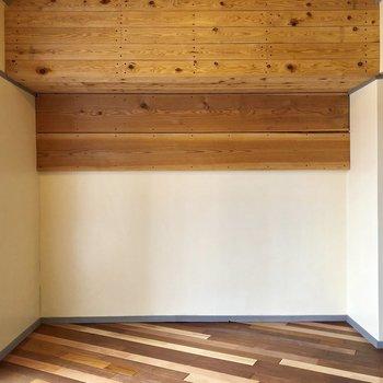 壁大きな木製の棚にテレビ置きたいな〜!