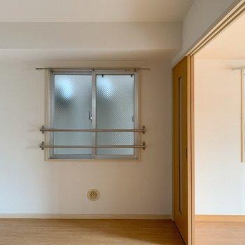 キッチン側にも窓があるので、合計で3つ!