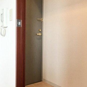 玄関はこんな感じ写真は同間取り別部屋のもの